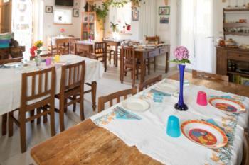 Sala delle colazioni bed and breakfast La Gerla Blu a Verzegnis